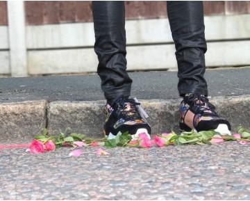 Adidas Originals Zx700 RemasteRot S82518 Schuhe Unisex Schwarz & Multicolors Flower